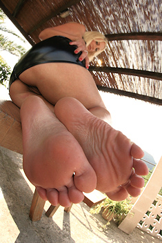 Mistress whiplash foot